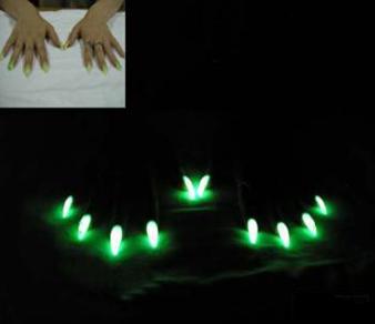Лаки для ногтей светящейся в темноте